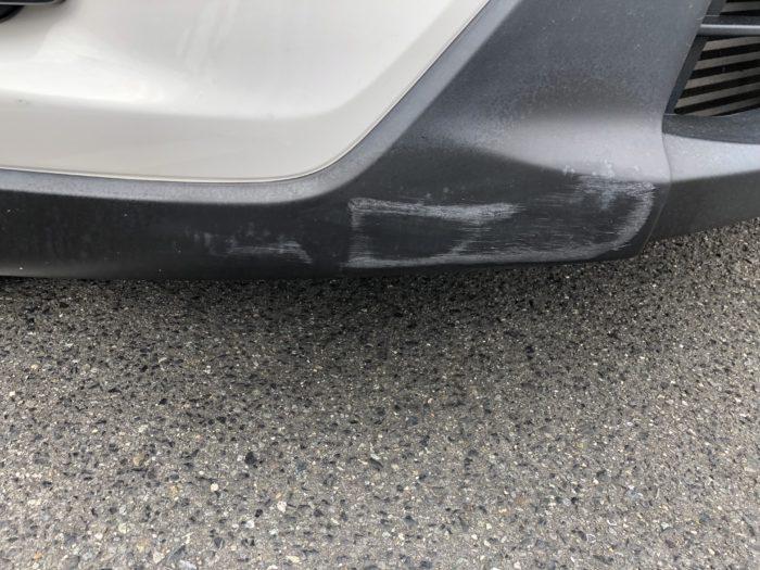 バンパーの未塗装樹脂部分の傷