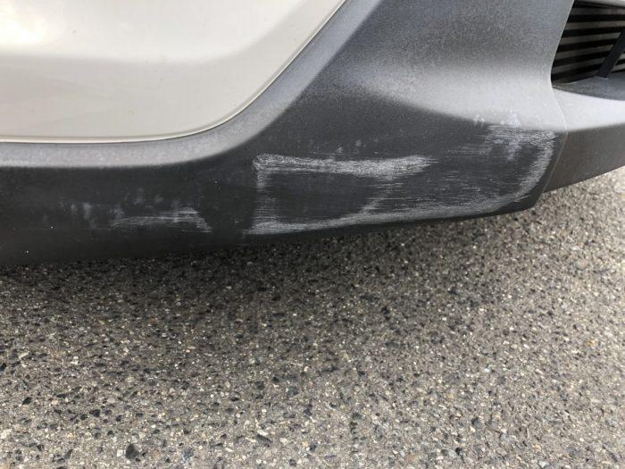バンパーの樹脂部分の傷